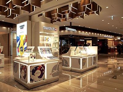 8・9階に出店した「ロッテ免税店」は都内最大の免税店。8階にはラグジュアリーブランドや時計、ジュエリーブランドが軒を連ねる