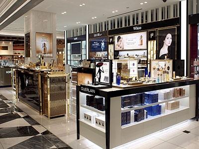 9階「ロッテ免税店」化粧品ゾーンでは韓国コスメ「Whoo」「IOPE」も取り扱う