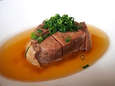 下鴨茶寮「日本酒バル のまえ」のアラカルト料理。全国からセレクトした国産酒も充実