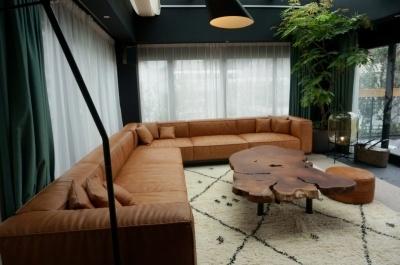 「テラススイート」(140平米+テラス70平米)は1室あたり68万9472円~(客室料金は全て税・サ込※以下同)。1~14人まで宿泊可能