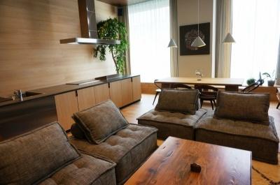 「ダイニングスイ-卜」(82平米+ロフト10平米)は1室あたり18万1440円~。1~8人まで宿泊可能。本格的な調理設備があるので、シェフを招いてのパーティも可能だという