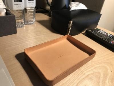 室内のジュエリーボックスは高級ブランドがバッグや洋服を制作する際に使用した端材のレザーを使用。渋谷を起点に活躍するデザイナーと渋谷区の福祉作業所の人々がコラボして製作した