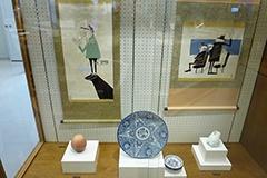 国内外で高い評価を得る花井祐介氏の掛け軸なども展示されている