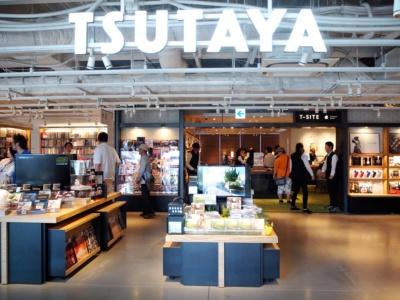 駅の北側にあったTSUTAYA枚方駅前本店が2階に移転。生演奏を楽しめる無料イベントやコミックレンタルも充実