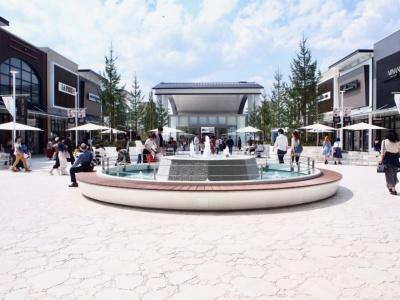 アウトレットゾーンは2階のオープンエアな環境にあり、ゆっくり買い物を楽しめる