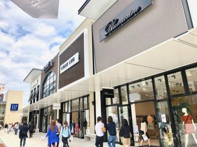 インポートブランドからアウトドア、スポーツブランド、セレクトショップ、キッズブランド、日用品、食品まで中四国最大級となる127店舗のアウトレット店舗が集結