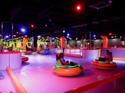 広島最大級のエンターテインメントゾーン「ほしかげシティ」に開設した、広島県唯一の通年アイススケートリンク「ワンダーリンク」