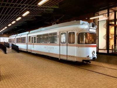 鉄道ファン必見の路面電車「広島電鉄70系電車」は「なみのわガレージ」ゾーンのステーションコートに展示。AR三兄弟が手がける最新技術を駆使したプロジェクションマッピングも楽しめる
