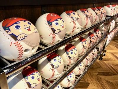 ボーリングのボールにも、カープ坊やがデザインされ、ゲームをいっそう盛り上げてくれる