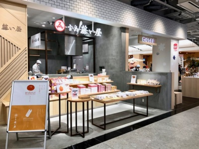 広島土産の定番、もみじまんじゅうの老舗「藤い屋」と「にしき堂」も出店。藤い屋のあんドーナツ、にしき堂の生もみじも人気