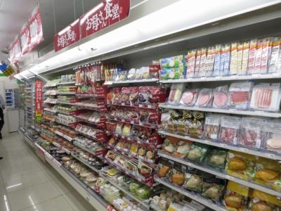 総菜やチルド食品、飲料などは従来のファミマと変わらない印象