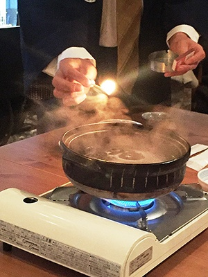沸騰してから約2分半で火をつけると、炎が上がった