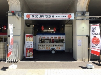 「TOKYO UMAI YOKOCHO(東京うまい横丁)」。秋葉原電気街口から、御徒町方面に歩いて約3分。営業時間は12時~22時半。入場は無料。全店、交通系電子マネー利用可