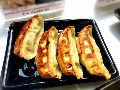 「近江牛餃子 包王(ぱおう)」(豊島区)の「近江牛餃子 牛とんぽう」(600円)。滋賀県のご当地餃子として有名で、日本三大銘牛のひとつ「近江牛」のうまみをたっぷり味わえる。皮には卵黄やスープなどが練り込まれている
