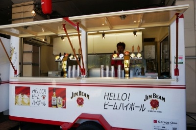秋葉原駅と反対方向(末広町方面)エリアにはオフィシャルドリンクを販売するショップが3カ所あり、生ビールも購入可