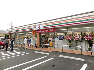 セブン‐イレブン・ジャパンが導入を進める新レイアウト店初の大型店「セブン-イレブン町田小山町店」