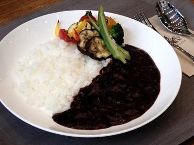 丸善名物「ハヤシライス」(税込み850円)のほかに写真の「季節野菜のハヤシライス」(税込み950円)など、4種類のハヤシライスがある