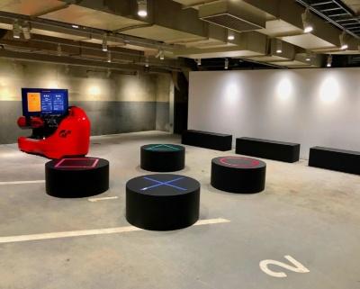 地下3階にある「ゲーム×パーキング」では体験型ドライビングシミュレーター「グランツーリスモSPORT」や、「Xperia Touch」を使用したテーブルゲームが楽しめる。営業期間は2018年9月24日まで