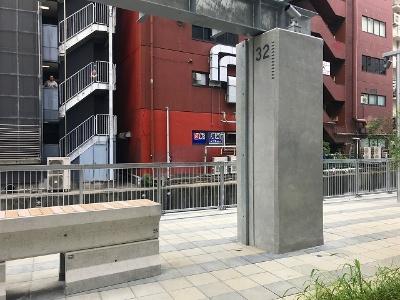 遊歩道は整備されていて歩きやすく、ところどころに休憩用のベンチも置かれている