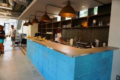 ホットサンドとこだわりの新ブランド茶葉「EN TEA」を使用したティーラテや水出し緑茶を提供するカフェ「NO RAIL,NO RULE(ノーレイル ノールール)」