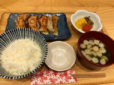 「一口餃子定食」(税込み800円~)