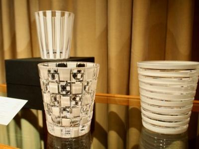 現代のライフスタイルに合った江戸切子やグラスを製作する木本硝子は、レストランで使うオリジナルの黒と白の切子、日本酒グラスなどを手がけた