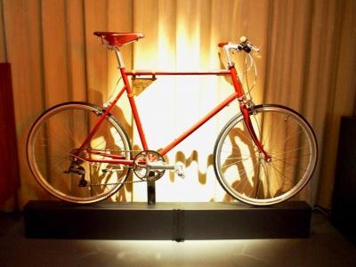 東京の街を楽しく走るために作られた自転車「トーキョーバイク」とコラボしたオリジナルカラーの自転車。レンタサイクルショップは台東区谷中にある