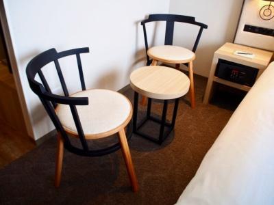 くつろぎと落ち着きを感じられる柔らかいテイストのオリジナル家具は、タイム アンド スタイルが企画デザインし、日本各地の工場で製造された