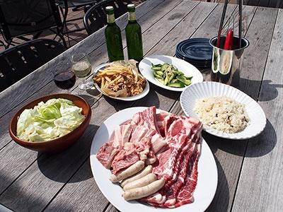 BBQプランは4人から予約可能。飲み放題90分付きで1人3800円と4800円の2プラン用意
