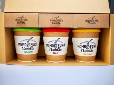 各1食ずつを専用ボックスに詰めた3色セットも用意。ギフトや手土産として人気を集めそう。税込み1836円(箱代含む)