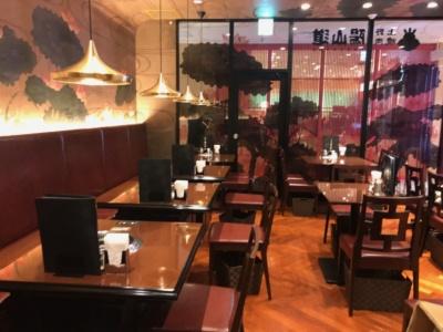 昭和32年(1957年)の創業以来、上野で愛され続けている焼肉店「上野 焼肉 陽山道」。においを気にするオフィスワーカーや女性向けに、厨房で焼いて提供するロースターのない席を用意し、定食メニューを充実させている