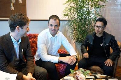 アルフレッド ティー ルーム ビバレッジディレクターのジョーダン・ジー・ハーディン氏(写真左)、創立者でデザイン担当のジョシュア・ザッド氏(写真中央)、ティーマイスターの伊藤孝志氏(写真右)