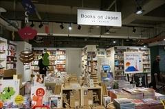 インバウンド需要を見込み、海外旅行者向けに日本文化を紹介する書籍を集めたエリア「Books on Japan」コーナーも設置(5階)