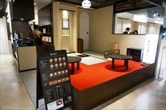 「カフェスタンド あかりまど」(5階)には4畳半の茶室も。抹茶を味わえるサービスや、外国人客向けに週2回ほど裏千家の茶道教室を予定している