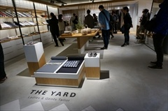 1917年創業のきもの専門店「やまと」が展開する新業態「THE YARD(ザ・ヤード)」(4階)は男女関係なく着られる着物を提案