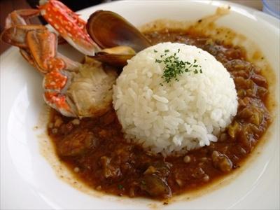 「シーフードガンボ」(1667円)はさまざまなシーフードの風味が凝縮したソースをライスに絡めて食べる
