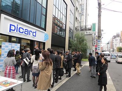 11月23日に東京・青山にオープンする「ピカール 青山骨董通り店」。プレス向け内覧会には多くのメディアがつめかけた