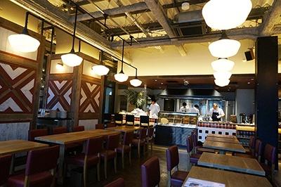 目黒川沿いには高級感があってスペースにゆとりのあるおしゃれな店が集中している。漬け込んだ肉をスモークして提供するオールデイダイニング「GOOD BARBEQUE(グッド・バーベキュー)のBBQ