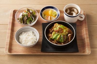 「手作りロールキャベツ ケイジャントマト煮込み」(980円)。タネに豚肉と豆腐を使用。507kcal、塩分3.7g