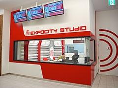 館内の回遊性を高める目的で施設専用のテレビ放送局「エキスポTV」を開局。館内に約100台のモニターを設置し、施設情報や周辺エリア情報を配信する