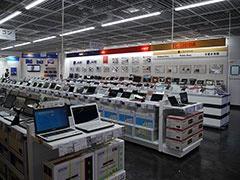パソコンなどをメーカー別に配置。ソニーのAndroidタブレットのコーナーやGoogleのハードウェアをまとめたコーナーもある