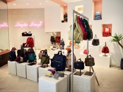 「キュート、クール&グレイスフル」がコンセプトのレディスバッグブランド「レガート・ラルゴ」は、ファッションにも敏感な女性客に人気が高い