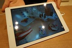 店内の個室で子供の様子をiPadで確認しながら、「Re.Ra.Ku」のボディケアを受けられる