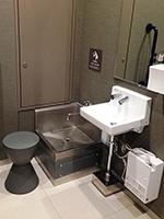 5階には礼拝前に手足を洗うための洗い場がある