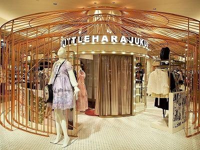 日本のファッションカルチャーを発信する1階の原宿ファッションコーナー