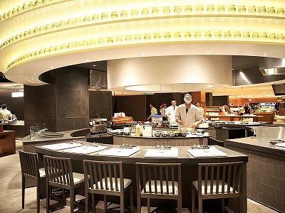 地下1階(LGF)の食フロアには日本酒や日本茶、寿司、懐石料理、和牛、フルーツなどを集積。イートインスペースも併設されている