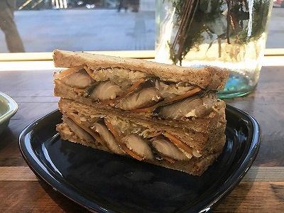 オリジナルビネガーでマリネした茨城県産の肉厚なサバを使用した「常陸野さばサンド」(税込み600円)などの軽食も用意