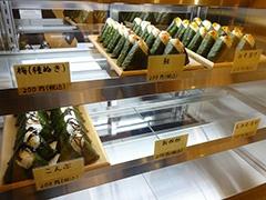 「いなほ新潟」では昔ながらの手作りで生産した有機栽培米・特定栽培米で作ったおにぎりを販売。スーパーなど一般に流通しているコシヒカリとの味の差を実感できる