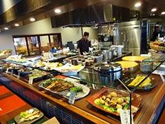日本各地の総菜が楽しめる和風創作料理カフェダイニング「畑々」(4階)
