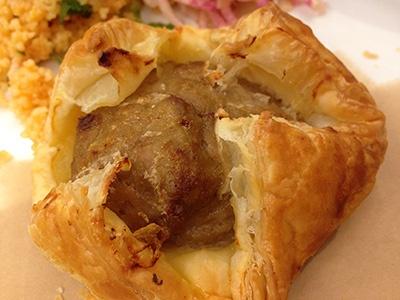 「ミートパイ」の具は鶏レバーと豚ひき肉に「やわらか豆腐ムース」を合わせてある。やわらかな口当たりとサクサクしたパイとの相性が良い